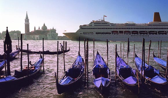 P&O Oriana arrives in Venice